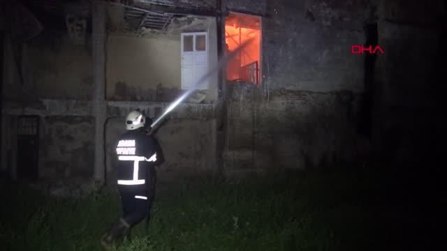 Yangına mahsur kalan kedi, yanmaktan son anda kurtarıldı