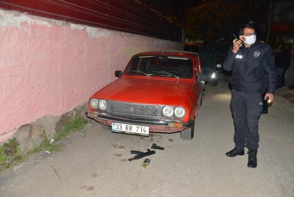 Son dakika: Evi kurşunlayıp, kalaşnikofu otomobilin altına atan şüpheliler yakalandı