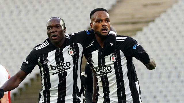 Koronavirüse yakalanan Cenk'in ardından Beşiktaş'ın diğer forveti Aboubakar da Milli Takım'da sakatlandı, elde tek forvet kaldı