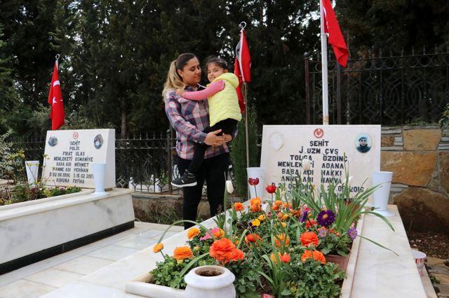 Şehit babasının kanı yerde kalmadı, Elif asker abilerine selam yolladı
