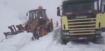 İbrahim Özkan: Kar yağışı nedeniyle dağ yolunda mahsur kalan tır şoförü kurtarıldı