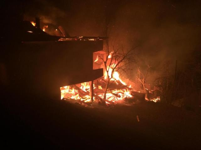 Artvin'de bu kez Ortaköy yandı: 7 ev alevlere teslim oldu