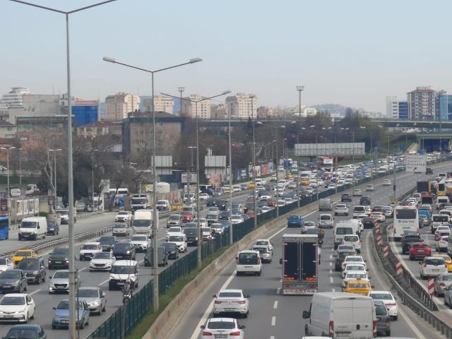 İstanbul'da hafta sonu kısıtlaması öncesi trafik yüzde 70'e ulaştı