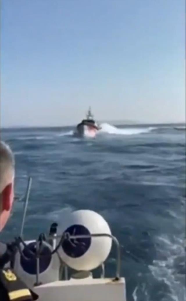 Türk Sahil Güvenlik Botu, mültecileri ölüme terk eden Yunan botuna böyle müdahale etti