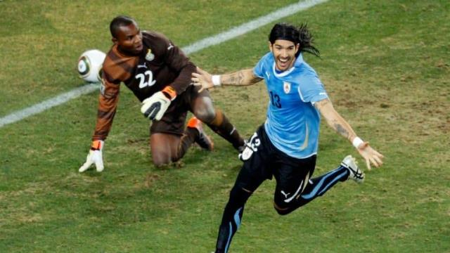 Uruguayan striker Sebastian Abreu made his 31st transfer at the age of 44, becoming the player to change teams the most