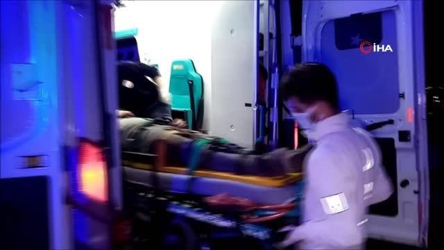 Yanlışlıkla otoyol inşaatına giren araç kum öbeğine çarparak taklalar attı: 2 yaralı