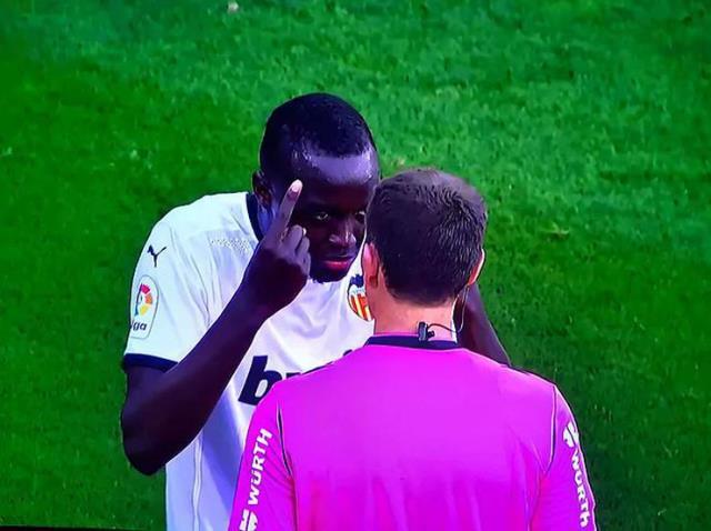La Liga'da Cadiz-Valencia maçına ırkçılık skandalı damga vurdu