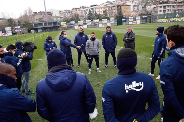Emre Belözoğlu, Denizlispor karşılaşması öncesi takımı topladı ve galibiyet sözü aldı