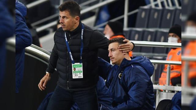 Emre Belözoğlu futbolcusundan özür diledi! O anlar objektiflere yansıdı