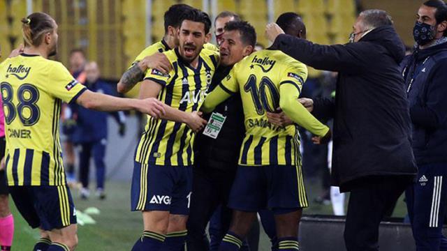 After Samatta's goal in Fenerbahçe, the whole team ran to Emre Belözoğlu