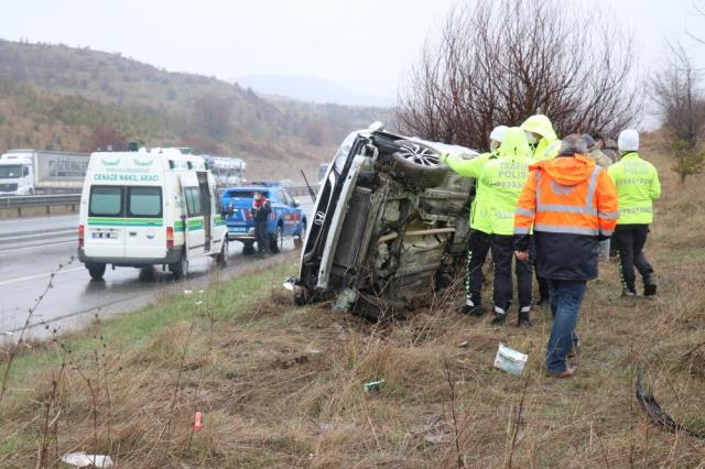 TEM otoyolunda feci kaza! Sürücü, şarampole uçan otomobilden fırladı