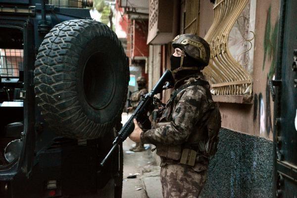 Son dakika: Adana merkezli 4 ilde şafak vakti uyuşturucu operasyonu