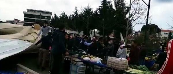 İzmir'de fırtına; kültür merkezinin uçan çatısı, pazar yerine düştü (2)- Yeniden