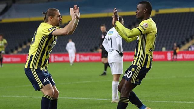 Maç içinde Samatta'ya öfkelenen Caner, arkadaşına sinkaflı küfür etti, bu da ekranlardan duyuldu