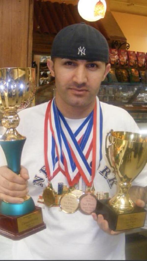 ABD'den ödüllü pizzacı, Silvan'da 25 yıl önce hamur açtığı tezgahta lahmacun yaptı
