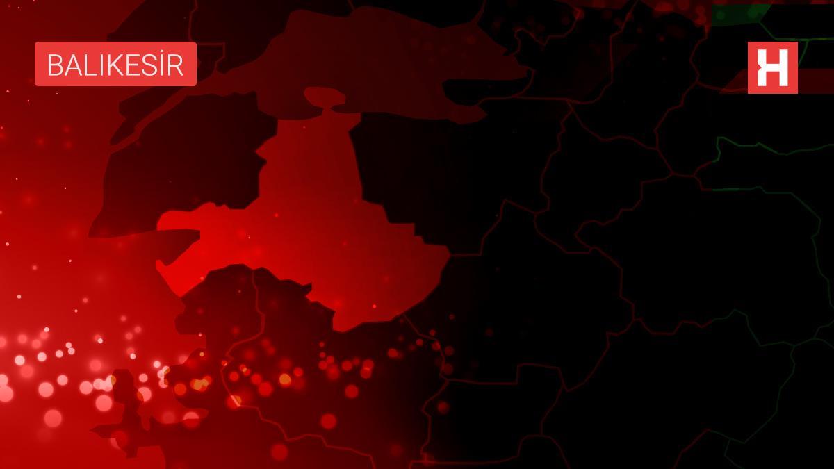 Balıkesir'de gübre yüklü kamyonet devrildi: 1 yaralı