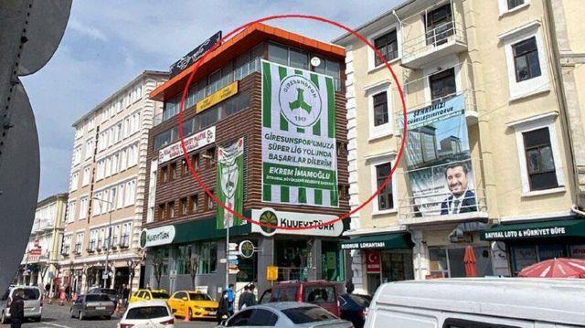 Bina sahibi istemedi, İmamoğlu'nun astırdığı bayrak indirildi