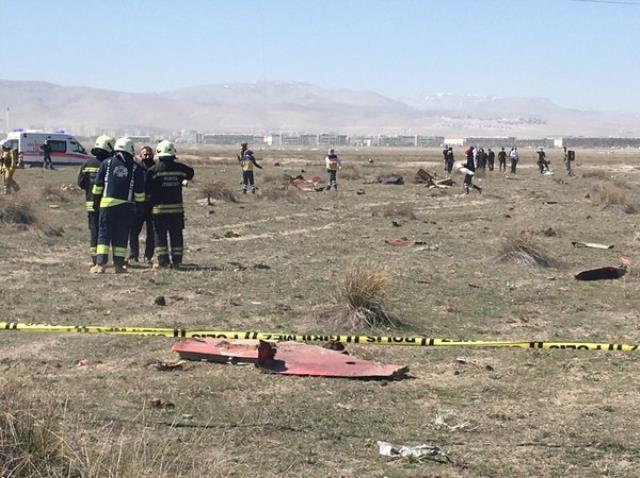 Konya'da askeri gösteri uçağı düştü, işte olay yerinden ilk görüntüler