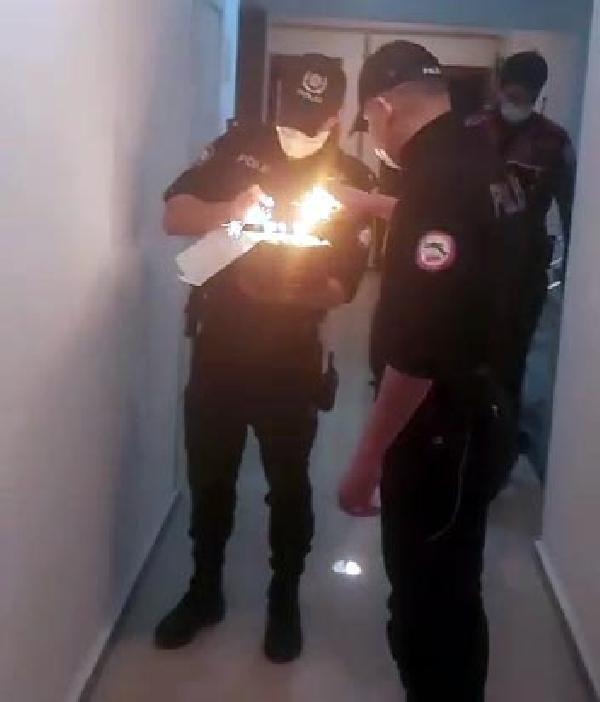 Karantinadaki Berkay'a polisten doğum günü sürprizi