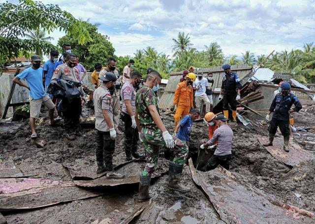 Kasırganın vurduğu Endonezya'da ölü sayısı 180'i geçti! Donanma halka yardım için harekete geçti