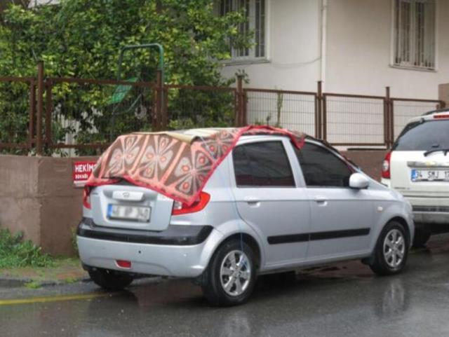 Meteorolojinin uyarısının ardından halı, battaniye ve kartonlu 'dolu' önlemi