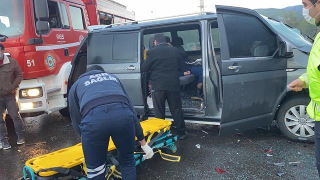 Düzce TEM Otoyolunda 14 araç birbirine girdi: 8 yaralı