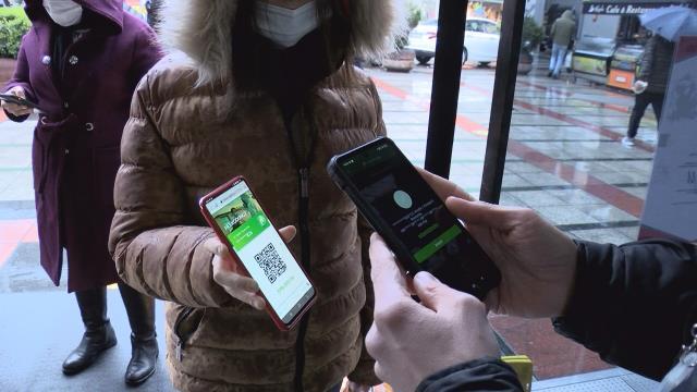 Koronavirüs testi pozitif çıkanlar sokaklarda bu yöntemle dolaşıyor