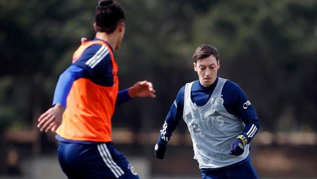 Mesut Özil started working with the team!  The game that he will return to the fields is clear
