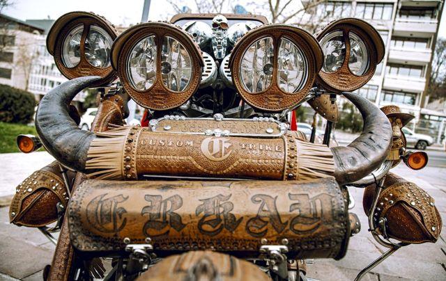 İlginç tasarımıyla dikkat çeken bu motosikletin dünyada eşi benzeri yok