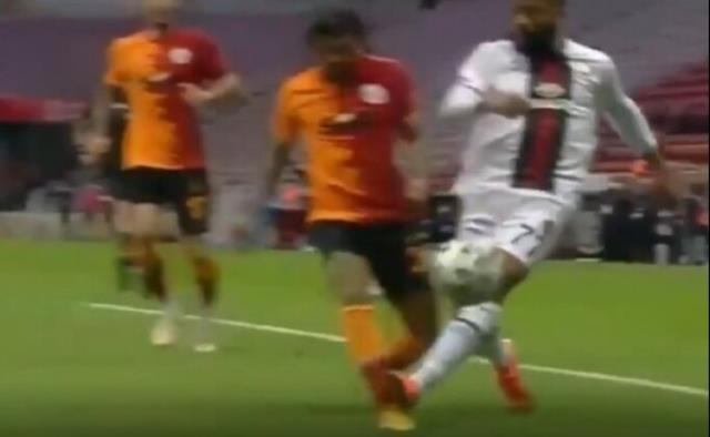 Fans went crazy in Galatasaray after Yedlin's injury: He did not give red because his leg was not broken