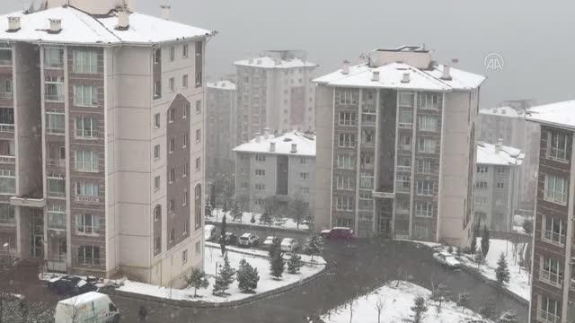 Başkente nisan ayında kar yağdı
