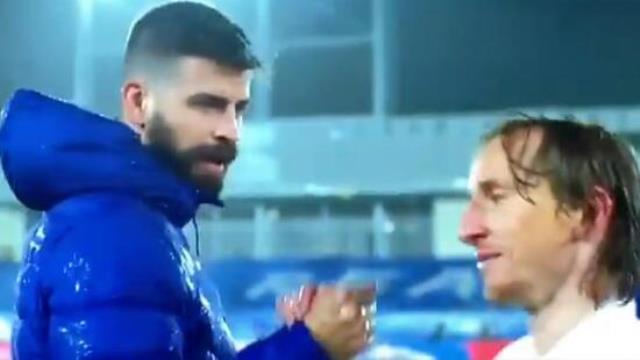 El Clasico'da konuşmalar canlı yayına yansıdı! Modric, Pique'yi resmen ti'ye aldı