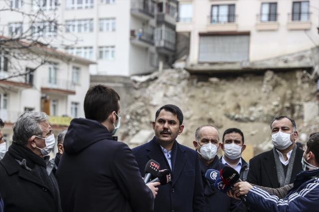 İnşaat kazısı esnasında temeli kayan apartmanla ilgili konuşan Bakan Kurum'dan sert çıkış: Tedbirleri almak zorundasınız