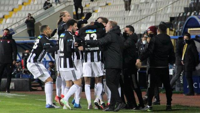 Important 3 points from Kartal on the way to the championship!  Beşiktaş defeated Erzurumspor 4-2 on the road