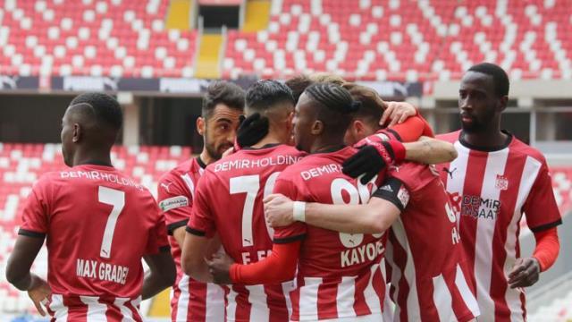 Kayserispor'u 3-1'le geçen Sivasspor, ligde kaybetmeme serisini 11 maça yükseltti