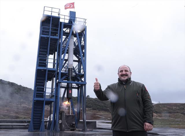Milli Uzay Programı'ndan tarihi hamle! Ay'a gönderilecek aracın ilk ateşlemesi başarıya ulaştı