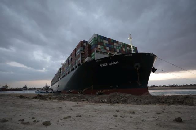Mısır, Süveyş Kanalı'nı kapatan gemiyi tazminat alana kadar alıkoyacak