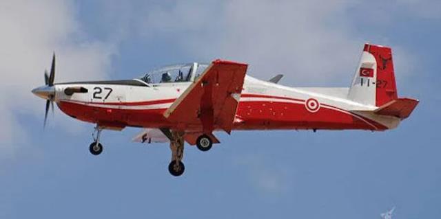 Uçak kazasından tarihe geçen bir başarı çıktı! Motoru arızalanan uçağı deniz uçağı gibi suya indirdi