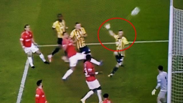 Bu gol nasıl kaçar! Serdar Aziz boş kaleye atamadı