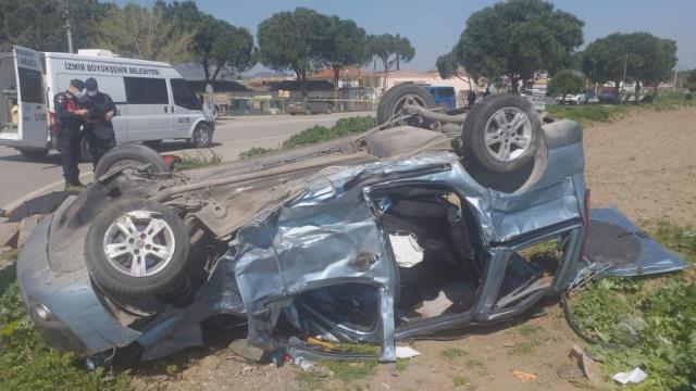 İzmir'de süt kamyonu ile hafif ticari araç çarpıştı: 3 ölü, 4 yaralı