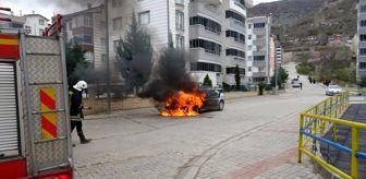 Renault: Satışını almaya gittiği otomobil alev alev yandı