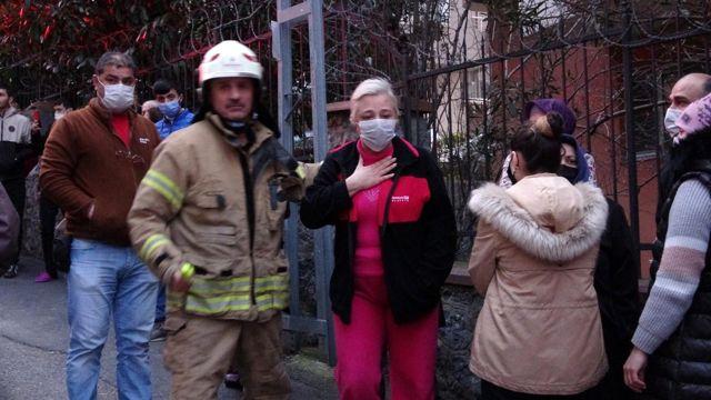Yangında mahsur kalan 3 kadın itfaiye merdiveniyle kurtarıldı