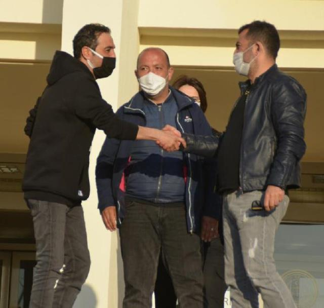 Silahlı kavgaya karışan oyuncu Mustafa Üstündağ'ın arabada kucağına oturan kişi Kısmetse Olur yarışmacısı çıktı