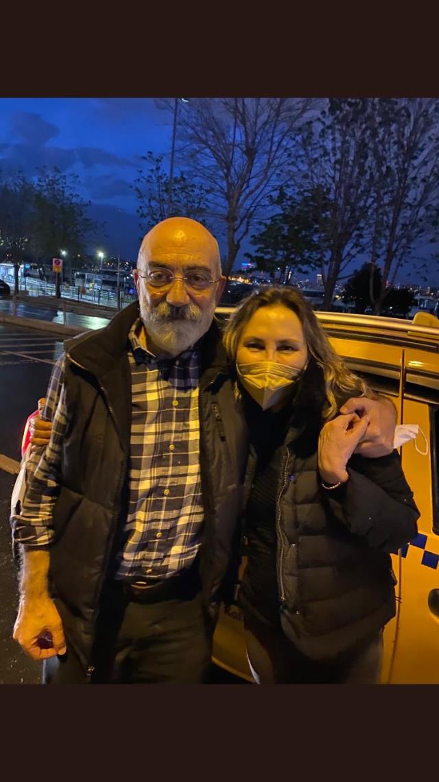 Ahmet Altan tahliye edildi! İşte cezaevi çıkışı ilk görüntüsü