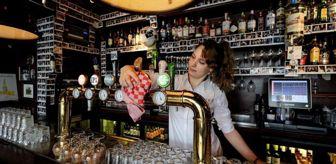 Tiyatro: Covid: Hollanda'nın Utrecht kentinde bazı kafe ve restoranlar 'koronavirüs deneyi' için 4 günlüğüne açıldı