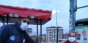 Marmara Üniversitesi: Pendik'te iftara yetişemeyenlere ikramlar dağıtıldı