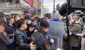 'Yaşam hakkımızdan vazgeçmiyoruz' diyen sağlık çalışanlarının eylemine polis müdahalesi