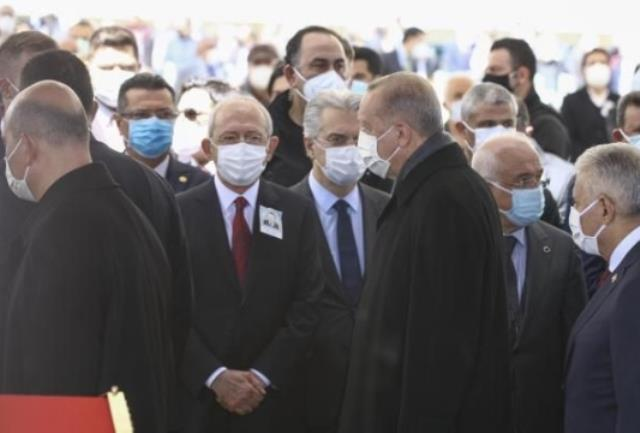 Yıldırım Akbulut'un cenazesinde dikkat çeken olay! Erdoğan, Kılıçdaroğlu'na selam vermeden geçti