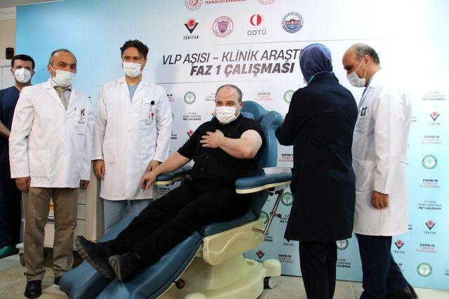 Son dakika! Bakan Varank, yerli Kovid-19 aşı adayının ilk insan denemelerinde gönüllü oldu Açıklaması