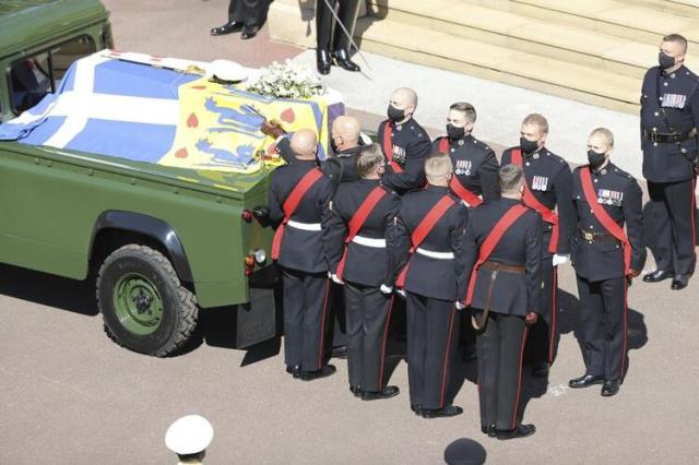 Kraliyet Prens Philip'i son yolculuğuna uğurluyor! İşte törenden dikkat çeken detaylar